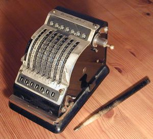 526px-mechanical_calculating_machine